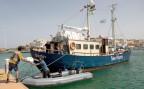 die MS Sea Watch im Hafen von Lampedusa