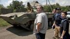 Ein Team der OSZE kontrolliert am 21. Juli in Donezk den Rückzug von Panzern. am 21. Juli.