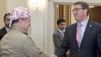 Die USA versuchen den Spagat. Bild: Massoud Barzani, Präsident der irakischen Kurden und US-Aussenminister Ashton Carter am 24. Juli in Erbil.