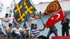 Präsident Erdogan droht nicht nur der Arbeiterpartei PKK, er droht auch der türkisch-kurdischen HDP, die bei den Wahlen 13 Prozent der Stimmen geholt hat. Bild: Am 7. Juni feiern HDP-Aktivisten in Istanbul ihren Wahlerfolg.