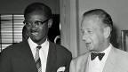 Dag Hammarskjöll mit Patrice Lumumba am 25. Juli 1960. Der Uno- Vermittlungsversuch im Kongo war Hammarskjöll  wichtig. Belgisch-Kongo war eben unabhängig geworden, überall im Land wurde gefeiert. Regierungschef Patrice Lumumba lehnte sich an Moskau an - zum Ärger der westlichen Mächte, die auf den Zugriff auf die enormen Rohstoffreserven hofften und deshalb die Katanga-Rebellen unterstützten.