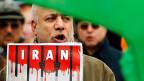 Besonders alarmierend ist die Zunahme der Hinrichtungen in Iran: 2014 wurde ein Zwölfjahresrekord erreicht, 2015 steigt die Zahl weiter. Allein im ersten Halbjahr wurde die Todesstrafe an 694 Menschen vollstreckt.  Bild: Proteste von Exil-Iranern.
