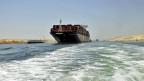 Ägypten hat in nur einem Jahr eine zweite Fahrrinne gebaut, Schiffe brauchen nun sieben Stunden weniger, um vom Roten Meer ins Mittelmeer zu gelangen oder umgekehrt.