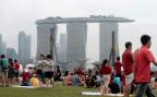 Bewohner von Singapur feiern 50 Jahre Unabhängigkeit in einem Park