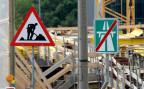 Strassenschilder auf der Baustelle A2 Rheinhafeneinfahrt in Basel