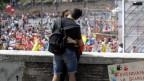 Ein Paar küsst sich während Protesten in Rom gegen Renzis Schulreform