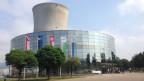 Revisionsarbeiter vor dem Kernkraftwerk in Leibstadt