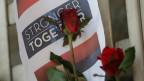 Bisher hat sich niemand zu dem Attentat bekannt. Bild: Blumen für die Opfer in der Nähe des Tatorts.