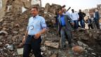 IKRK-Präsident Peter Maurer besichtigt Ruinen in der Altstadt von Sanaa, der hauptstadt Jemens.