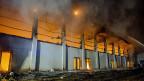 In der Nacht auf den 25. August wurde ein Brandanschlag auf die Turnhalle des Gymnasiums im deutschen Nauen verübt, wo eine Notunterkunft für etwa 100 Flüchtlinge geplant war.