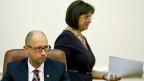 Premier Arsenji Jazenjuk und Finanzministerin Natalia Yaresko. Sie sagt: «Der 20-Prozent-Schuldenerlass ist ein Win-Win-Handel».