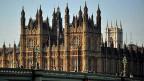 Wie wenn es nicht schon genügend Lords und Ladies gäbe: 781 sind es nach dem letzten Erkenntnisstand. Trotzdem hat Premier Cameron 26 neue konservative Lords ernannt, elf Liberaldemokraten und acht Labour-Mitglieder. Bild: Das «House of Lords», das Oberhaus.