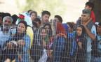 Flüchtlinge warten auf Durchlass an der Grenze zwischen Griechenland und Mazedonien