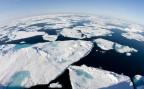 eine Luftaufnahme des arkischen Meeres