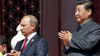 Putins Hoffnungen: China soll den Westen ersetzen als Absatzmarkt für russische Rohstoffe, chinesische Banken sollen die russische Wirtschaft stützen - und schliesslich soll Peking die Technologien liefern, die Russland wegen der Sanktionen aus dem Westen nicht mehr erhält. Die Erwartungen haben sich bis jetzt kaum erfüllt. Bild: Wladimir Putin und Xi Jinping.