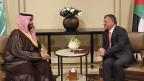 Der saudische Kronprinz bin Salman - hier mit dem jordanischen König Abdullah - wehrt sich gegen die Vorwürfe: Saudiarabien und andere Golfmonarchein finanzierten mit Milliarden humanitäre Hilfe für Syrienflüchtlinge in Jordanien.
