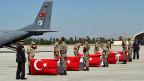 Nachdem bei einem PKK-Angriff 16 türkische Soldaten ums Leben gekommen sind, droht Premier Davutoglu: «Die PKK wird ausgelöscht».