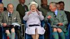 Manchmal ist die britische Königin Elisabeth II auch sehr vergnügt – hier an einer Veranstaltung im schottischen Braemar.