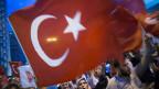 Bei Demonstrationen türkischer Nationalisten gegen die PKK war zu massiven Ausschreitungen gekommen.