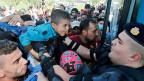 «Kroatien hat seine menschliche Seite gezeigt, aber ich betone, dass für mich die Sicherheit der Bürger Kroatiens und die Stabilität des Staats am wichtigsten sind», sagt die kroatische Präsidentin Grabar. Sie hat den Nationalen Sicherheitsrat einberufen.