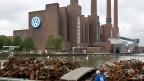 30 Milliarden Euro Wertverlust an der Börse, das Image im Keller, die Chefetage in Aufruhr: Der Volkswagen-Konzern erlebt harte Zeiten – und mit ihm die VW-Stadt Wolfsburg.