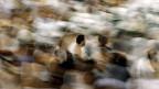 Die Teilnahme an der jährlichen Wallfahrt zur heiligsten Stätte des Islam in Mekka ist grundsätzlich einmal im Leben Pflicht für jeden gläubigen Muslim und jede gläubige Muslimin.