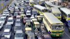 Indien tut sich schwer mit dem Klimaschutz. Stau in Neu Dehli.
