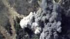 Luftaufnahme eines russischen Bombenangriffs auf ein Munitionsdepot in der Provinz Latakia, Syrien.