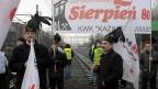 Bergbauarbeiter in ihren traditionellen Kleidern demonstrieren in Kattowitz gegen die Schliessung der Minen.