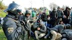 An der kroatisch-slowenischen Grenze sind die Beamten mit der grossen Anzahl von Flüchtlingen überfordert.