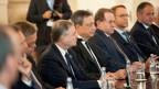 Mario Draghi (Mitte), Präsident der Europäischen Zentralbank (EZB) und die Mitglieder des EZB-Rates an einem Treffen in Valletta, Malta, den 21. Oktober 2015.