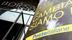 «Wir werden bald noch weniger Postpersonal haben, denn Private Besitzer entlassen Personal um mehr Gewinn zu machen», meint eine Postkundin. Bild: Vor der Börse in Mailand.