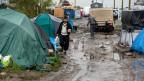 Mehr Wasserstellen, mehr Toiletten – angesichts der Zustände im Flüchtlingscamp «Dschungel» tönt das nach einer eher bescheidenen Massnahme.