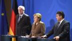 Bundeskanzlerin Merkel flankiert von ihren Koalitionspartnern