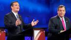 «Sogar die Leute in New Jersey, die für ihren schroffen Umgangston bekannt sind, würden ihre Frage als rüpelhaft bezeichnen», donnert der Republikaner Chris Christie. Das Publikum im Saal tobt. Parteikollege Ted Cruz doppelt nach: «Sehen Sie! Genau deswegen trauen die Leute den Medien nicht», ruft er - und breitet seine Arme wie ein Pfarrer aus. Bild: Ted Cruz und Chris Christie bei einer TV-Debatte.