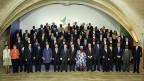 «Familienfoto» - die Teilnehmerinnen und Teilnehmer am Gipfel auf Malta. Ganz links im Bild in der vordersten Reihe: Bundespräsidentin Simonetta Sommaruga – in einem hellen Kleid.