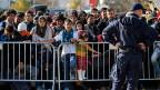Die Maschen der Grenzzäune auf der Balkanroute verengen sich.