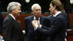 Österreichs Aussenminister Sebastian Kurz (r) im Gespräch mit dem belgischen Aussenminister Didier Reynders und dem spanischen Aussenminister Jose Manuel Garcia-Margallo am 16. November 2015, anl. des EU-Aussenministerrats in Brüssel.