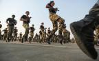 Soldaten der Armee Saudi Arabiens bei einer Parade