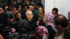 Der tunesische Präsident Essebsi inmitten von Angehörigen der Präsidentengarde am 24. November 2015.