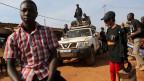 Mitglieder der Gruppe «Le Balai Citoyen» verteilen Flyer in Ouagadougou, um die Menschen zum Abstimmen zu ermutigen. Zwei Drittel der Bevölkerung ist unter 25 Jahre alt.