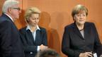 Von der deutschen Regierung ist dermilkitärische Einsatz gegen den IS beschlossen. Bild: Der deutsche Aussenminister Frank-Walter Steinmeier, Verteidigungsministerin Ursula von der Leyen und Bundeskanzlerin Angela Merkel am 1. Dezember in Berlin.