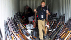 Nach dem Blutbad in den USA fordern gewichtige Stimmen endlich einen Wandel, eine Verschärfung der Waffengesetze. Bild: Waffen, die Mitte November in South Carolina im Haus und in der Garage von Brent Nicholson entdeckt wurden.