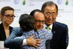 Freude nach Annahme des Klimavertrags in Paris