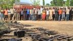 Die Afrikanische Union will in Burundi eine Friedenstruppe einsetzen um den blutigen Konflikt zu beenden. Die Polizei präsentiert ein ausgehobenes Waffenversteck.