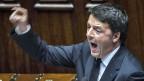 Matteo Renzi äussert sich engagiert vor der kleinen Kammer des italienischen Parlaments.