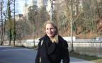 Katja Gentinetta an der Aare unterhalb des Bundeshauses