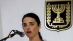 Justizministerin Ajelet Schaked von der rechtsnationalen Siedlerpartei wirbt für das geplante «Transparenz»-Gesetz.