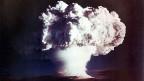 Am 1. November 1952 zündeten die USA auf einem Atoll der Marshall-Inseln im Pazifik eine erste Wasserstoffbombe.