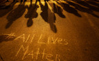Die Botschaft «jedes Leben zählt», geschrieben auf einer Strasse in Baltimore, wo im Mai 2015 Ausschreitungen statt fanden, wegen Polizeibrutalität